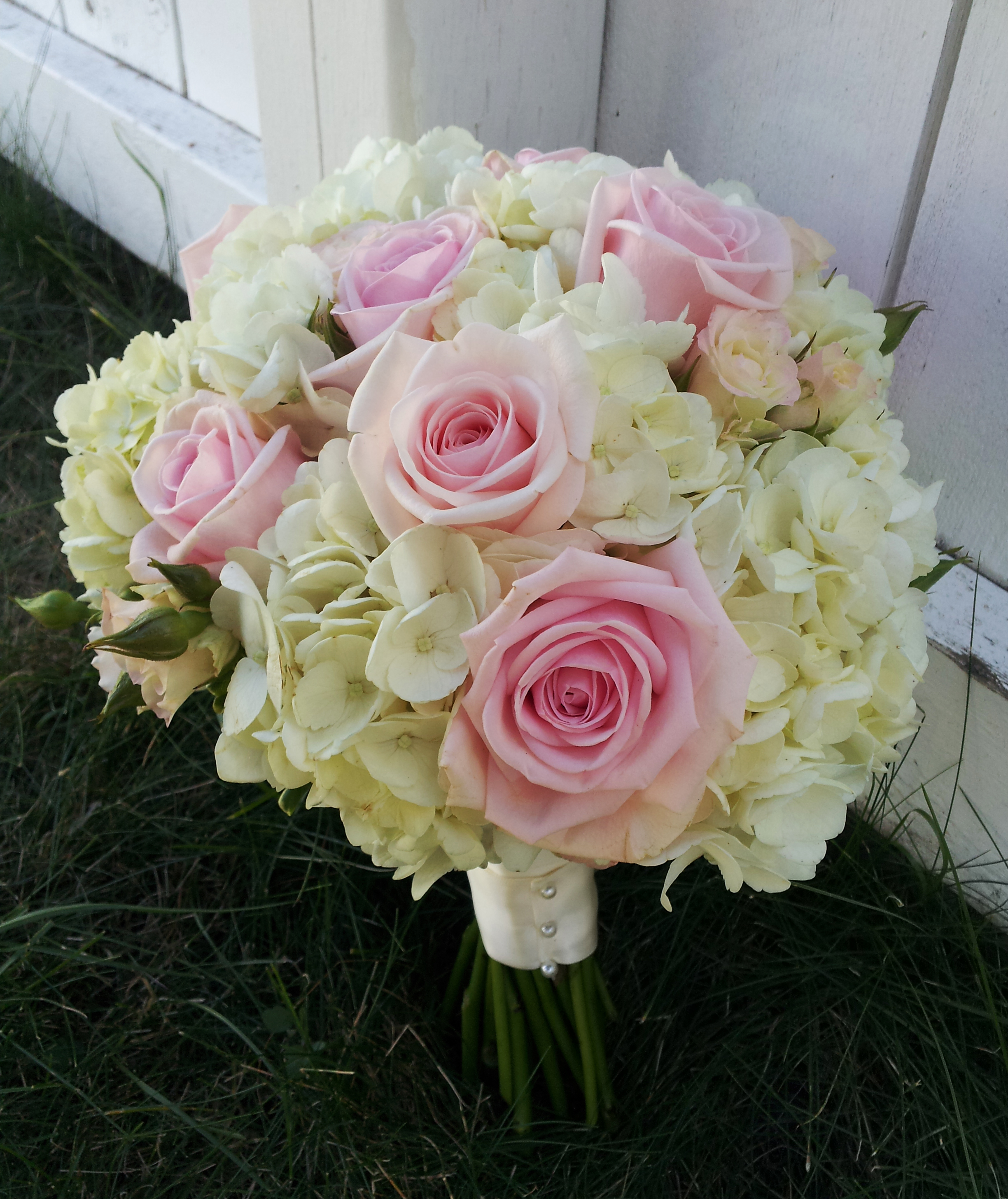 Wedding White Hydrangea: WHITE HYDRANGEA WITH SOFT PINK SPRAY ROSES WEDDING BOUQUET