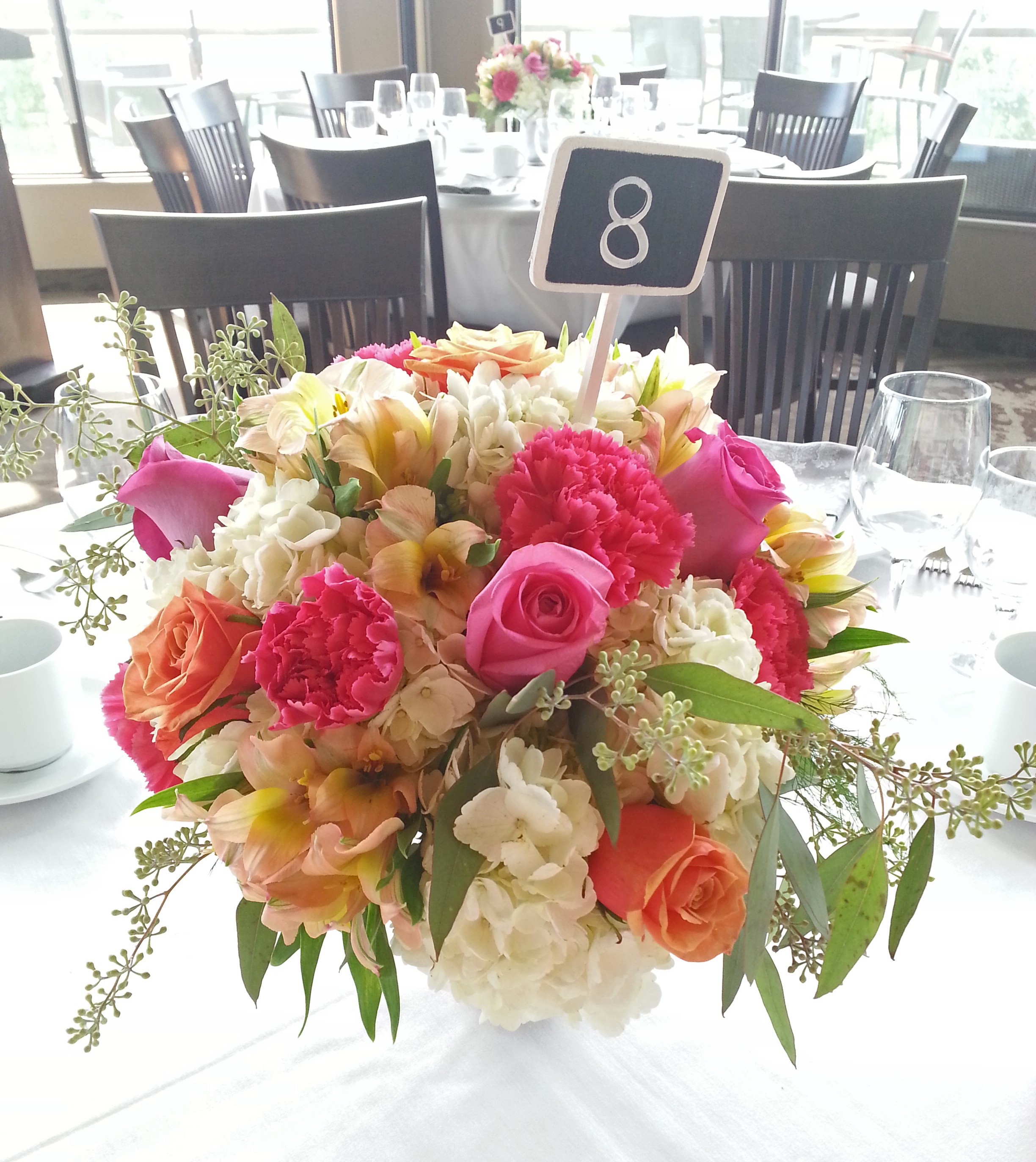 28 Ideas For Sitting Pretty At Your Head Table: Low Centerpiece Ideas Gallery